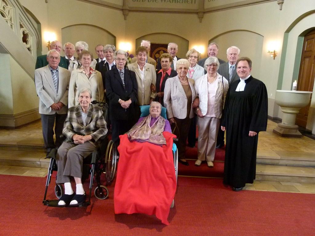 Gruppenfoto nach der Eisernen Konfirmation