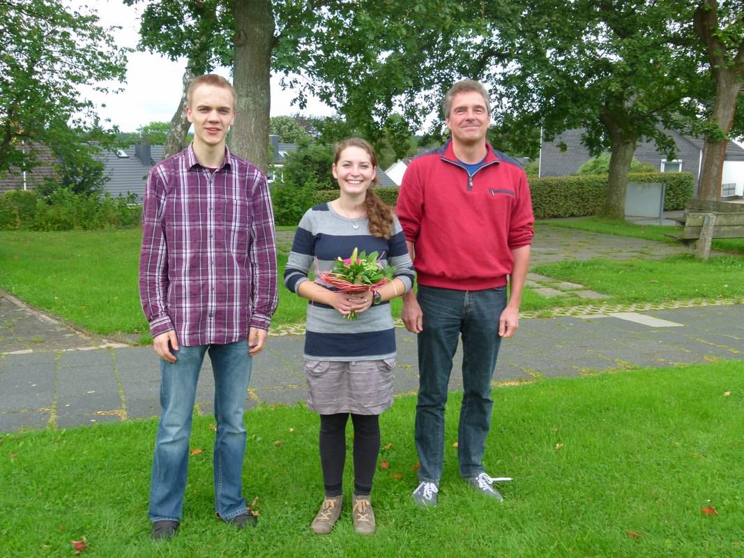 Glückwünsche und Blumen zu Beginn des ersten Arbeitstages am 18. August