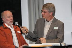 Flüchtlingsbeauftragter der Ev. Kirchengemeinde Burbach Hans-Peter Ginsberg (links) im Gespräch mit Ulrich Schlappa.