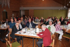 """Zum letzten Mal fand das Reformierte Gemeindeforum Südwestfalen statt. Im Ev. Gemeindehaus Burbach wurde die Frage """"Was gilt in der Evangelischen Kirche"""" erörtert."""
