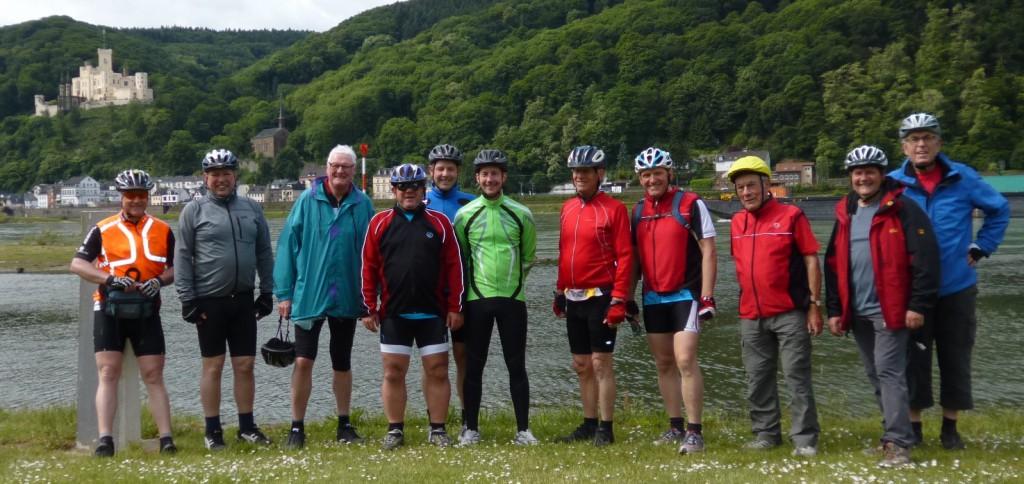 Das Bild zeigt die Teilnehmer an der Lahnmündung in den Rhein bei Lahnstein