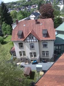 Das alte Pfarrhaus am 20. Mai 2015 aus der Vogelperspektive