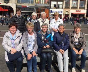 Eine reiselustige Gruppe ... in Amsterdam