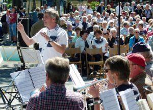 Helmut Schnell und seine bekannte Brass - Band: Erste Klänge um 10.44 Uhr