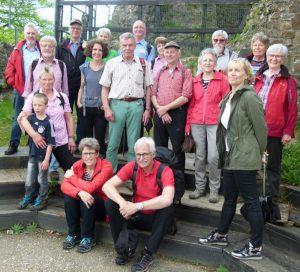 Burgruine Windeck: Lächeln für das Gruppenfoto