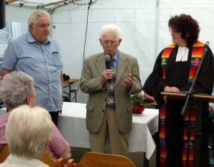 Pfarrerin Almuth Schwichow beim Interview mit Jürgen Bohn und Karl Hochhardt