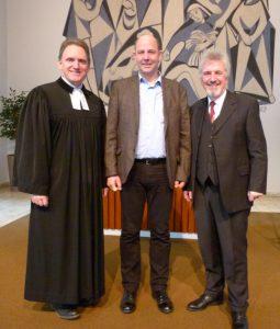 Pfr. Frank Boes und Presb. Peter-Christian Rose bei der Verabschiedung von Georg Klanke