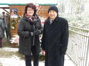 Almuth Schwichow und Nikolaus Schneider im Schneetreiben